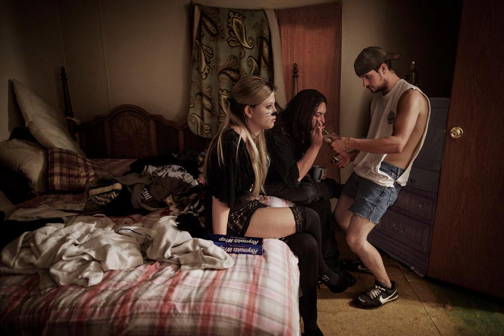 Раскуривание обезболивающего препарата Оксиконтина, широко известного как «деревенский героин», Западная Вирджиния
