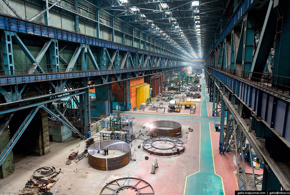 Производство корпусного оборудования — здесь собирают и сваривают корпуса реакторов.