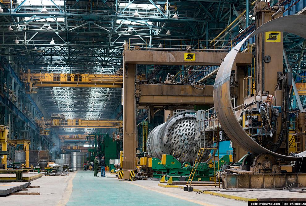 Сборочно-сварочный участок изготовления внутрикорпусных устройств реактора.