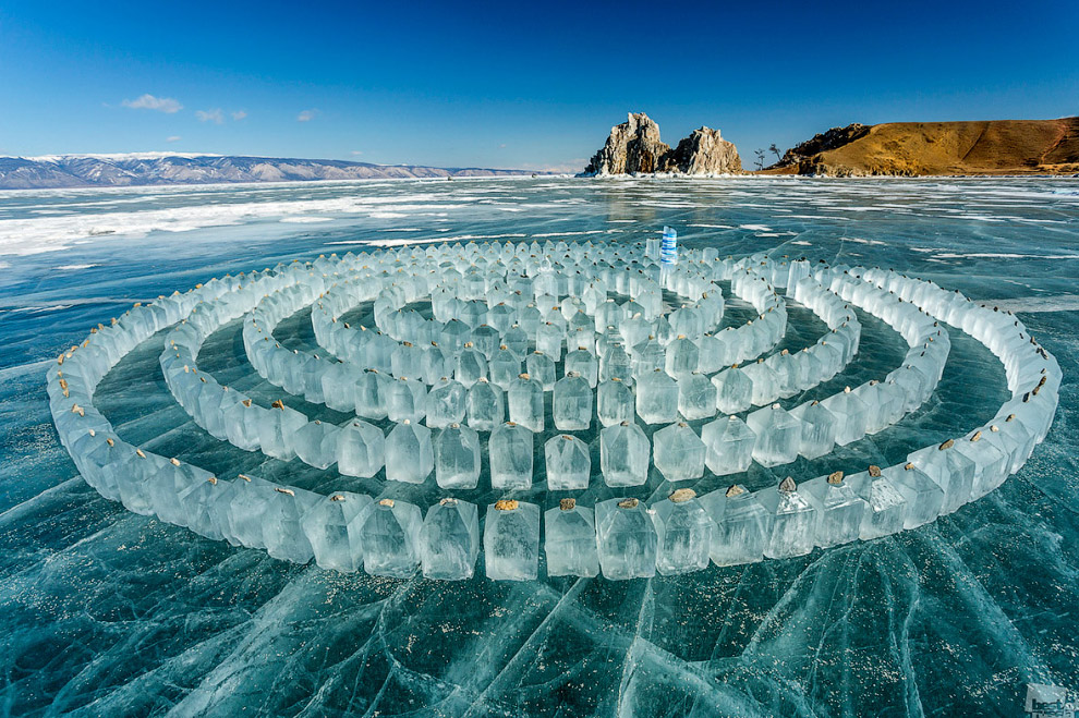 Лабиринт изо льда на озере Байкал