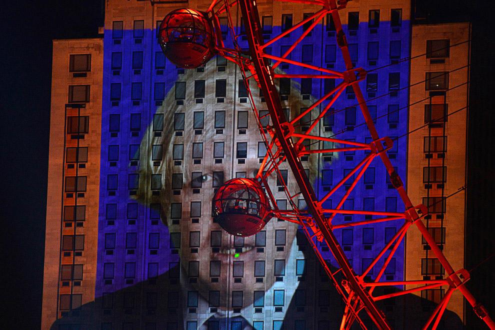Проекция Бориса на здании во время новогодних праздников в Лондоне