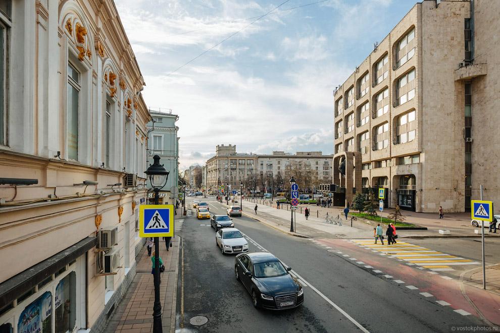 Поворот на Леонтьевский переулок.