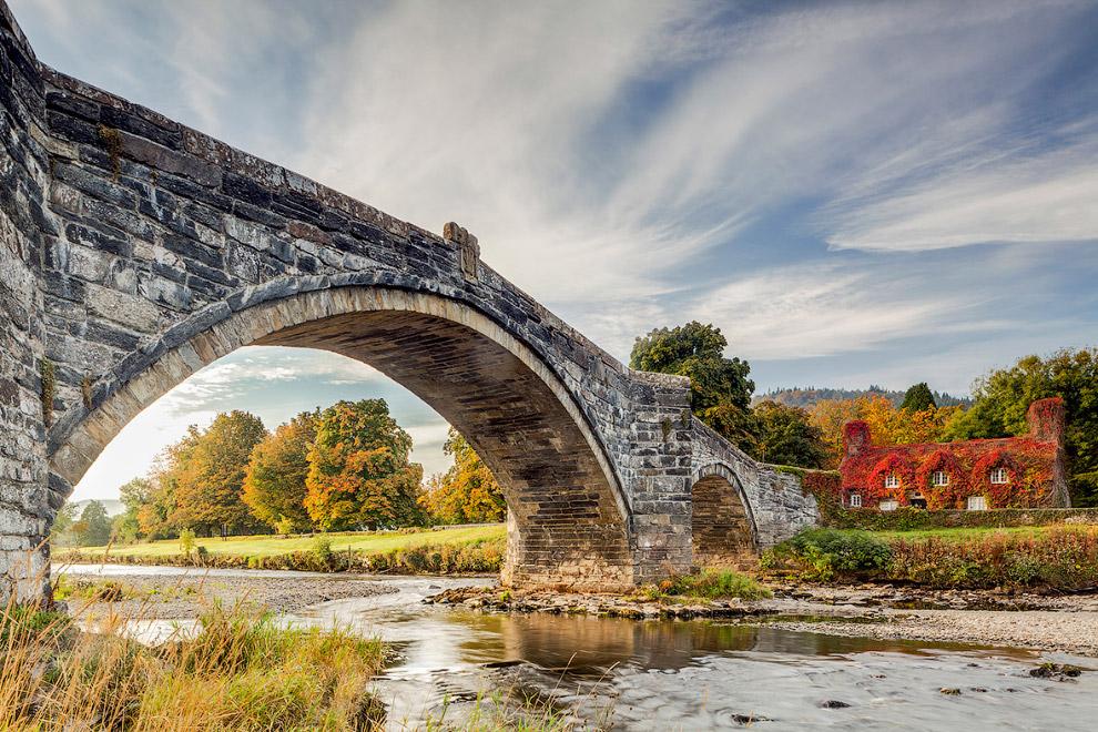 Мост через реку Конуи в Северном Уэльсе