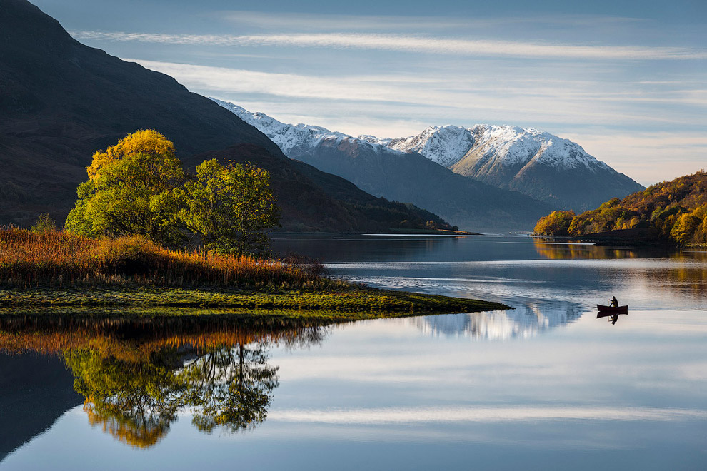 Пресноводное озеро Лох-Ли́вен в Шотландии