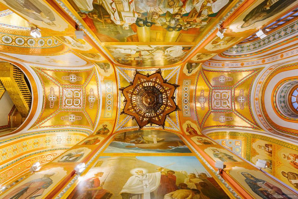 Все работы по воссозданию художественного убранства в ходе восстановления Храма Христа Спасителя выполнялись Российской Академией Художеств.