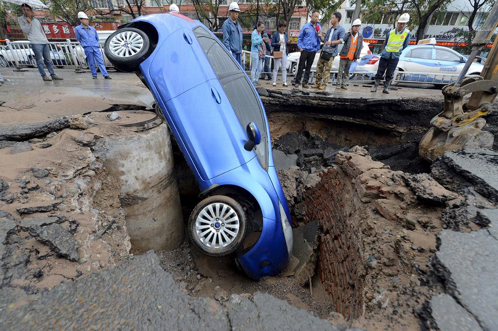 Провалилась дорога в провинция Ганьсу, Китай