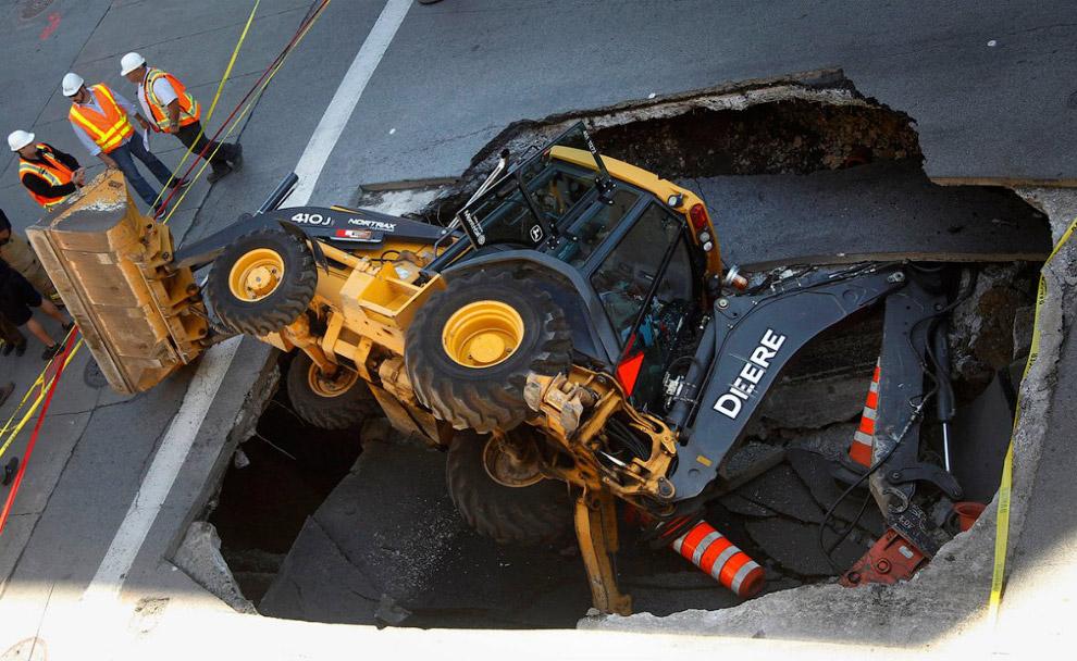 дыра в земле в Монреале, Канада