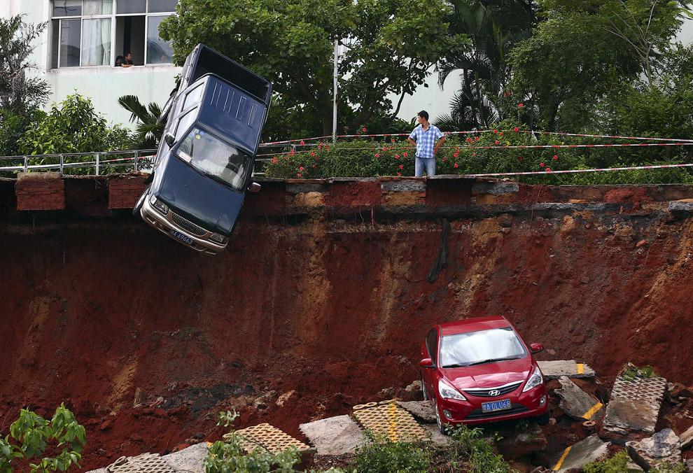Акробатическая дыра в земле в провинции Хайнань, Китай