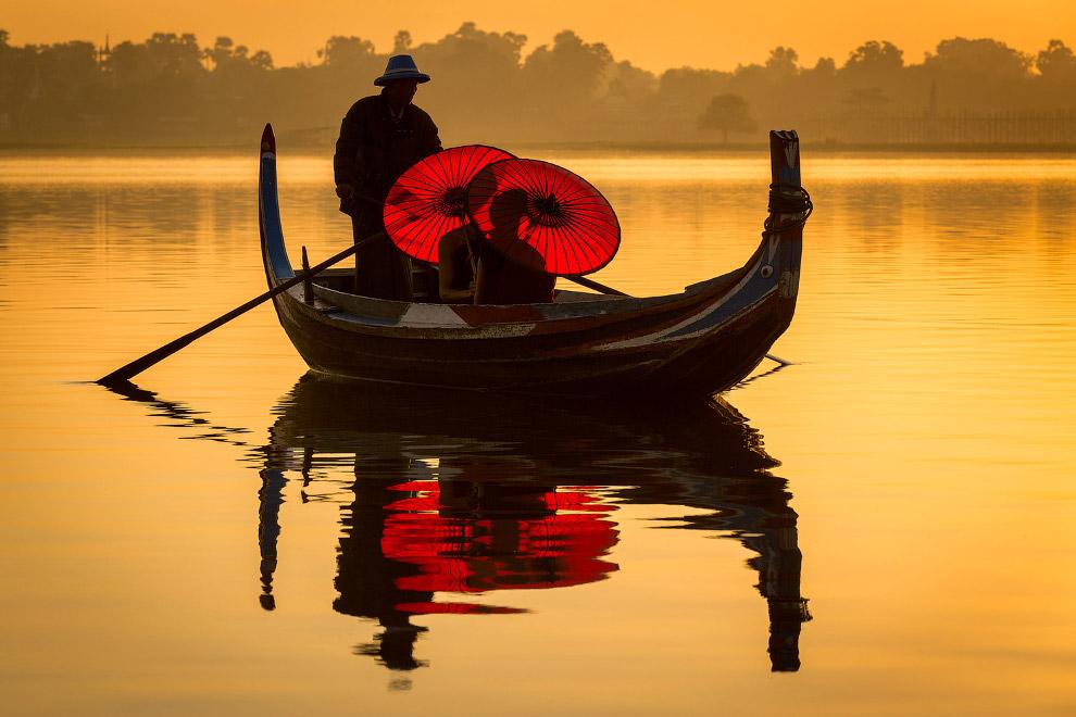 Озеро на рассвете в Мьянме