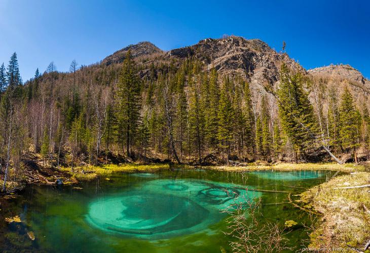 Гейзерное озеро на Алтае