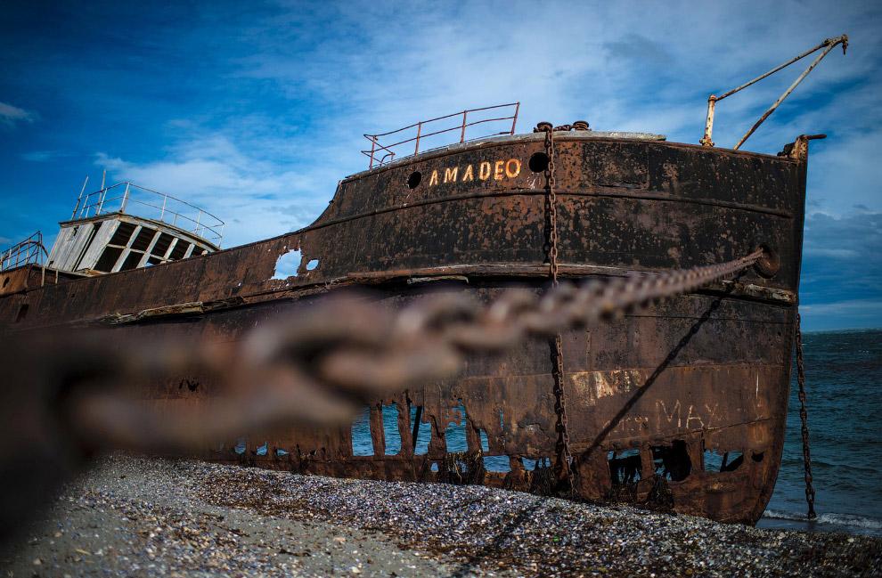 Заброшенный корабль в Сан-Грегорио