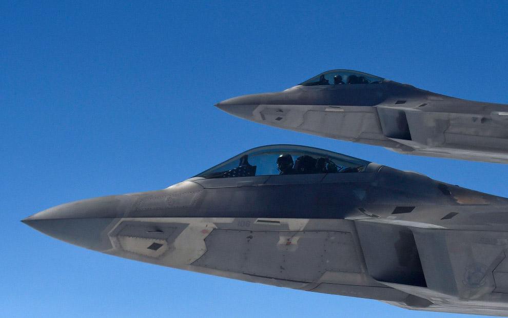 F-22 «Раптор» и дозаправщик KC-135
