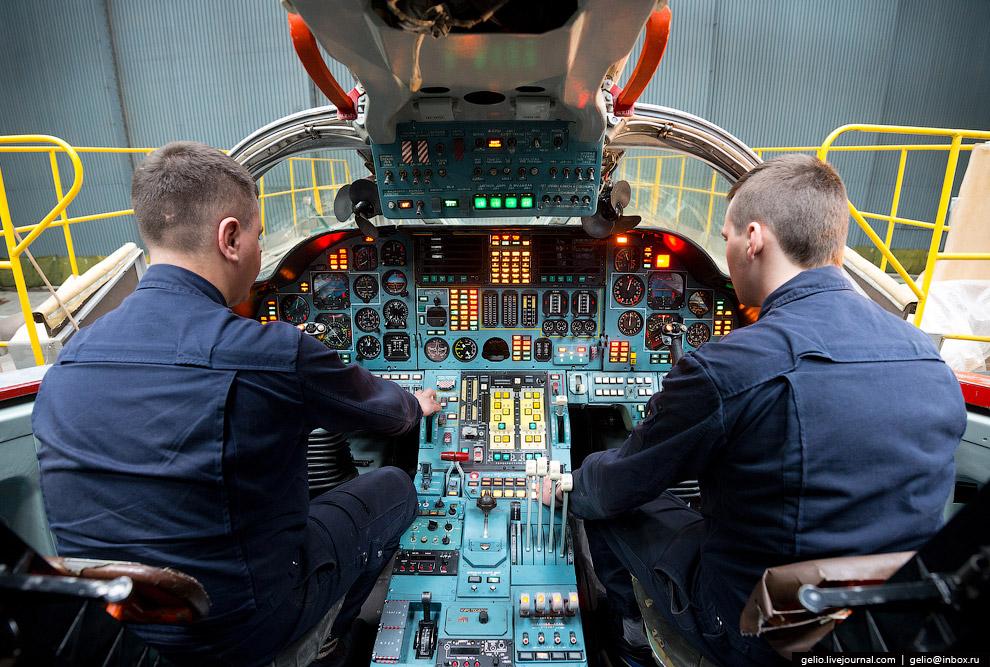 Ту-160 — сверхзвуковой стратегический ракетоносец-бомбардировщик