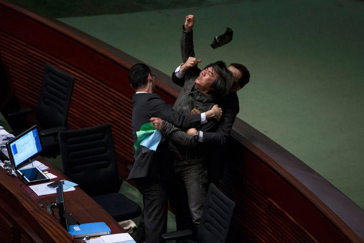Прения о бюджете на на Законодательном совете Гонконга вышли на новый уровень