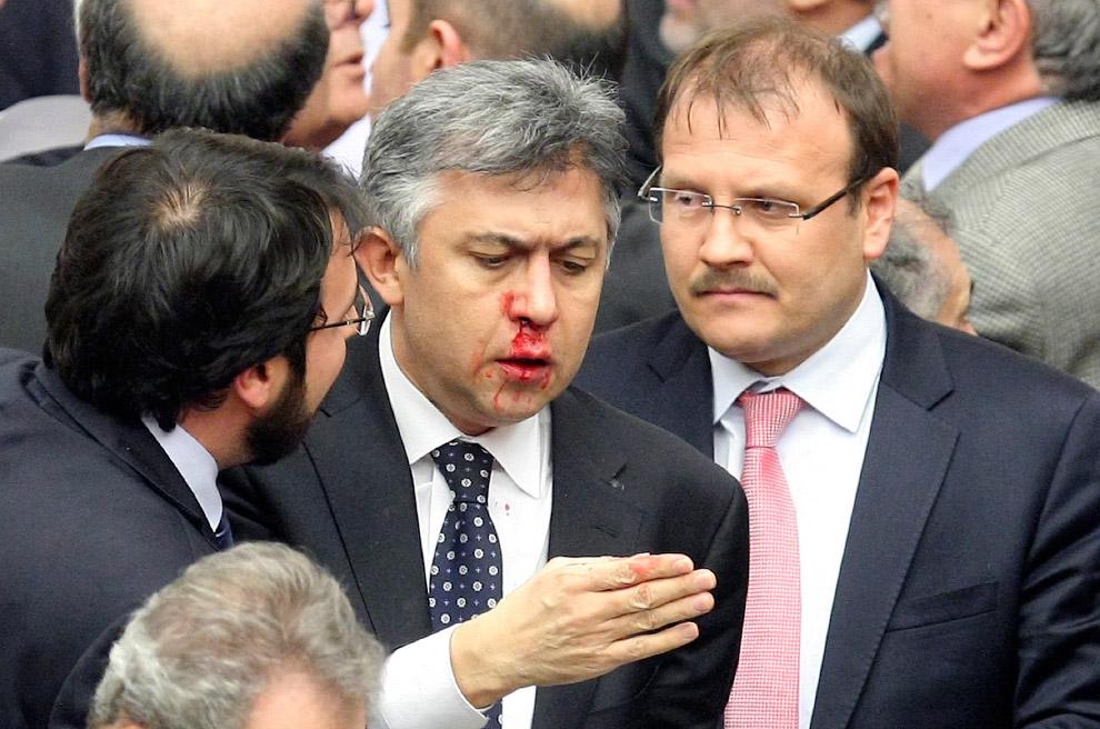 Еще одна драка на сессии парламента в Анкаре, Турция