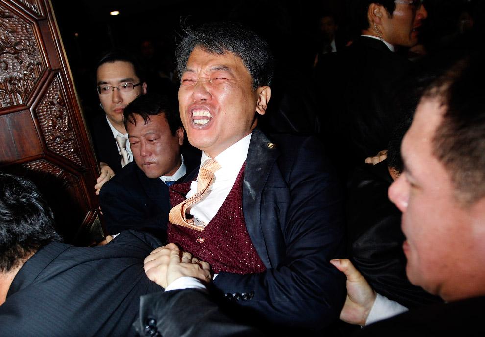 Народный депутат против ратификации законопроекта о свободной торговле с США, Сеул