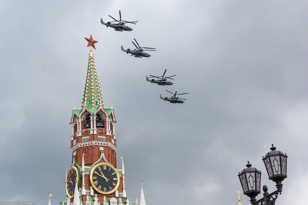 далее пролетело звено Ночных охотников Ми-28Н и Ка-52