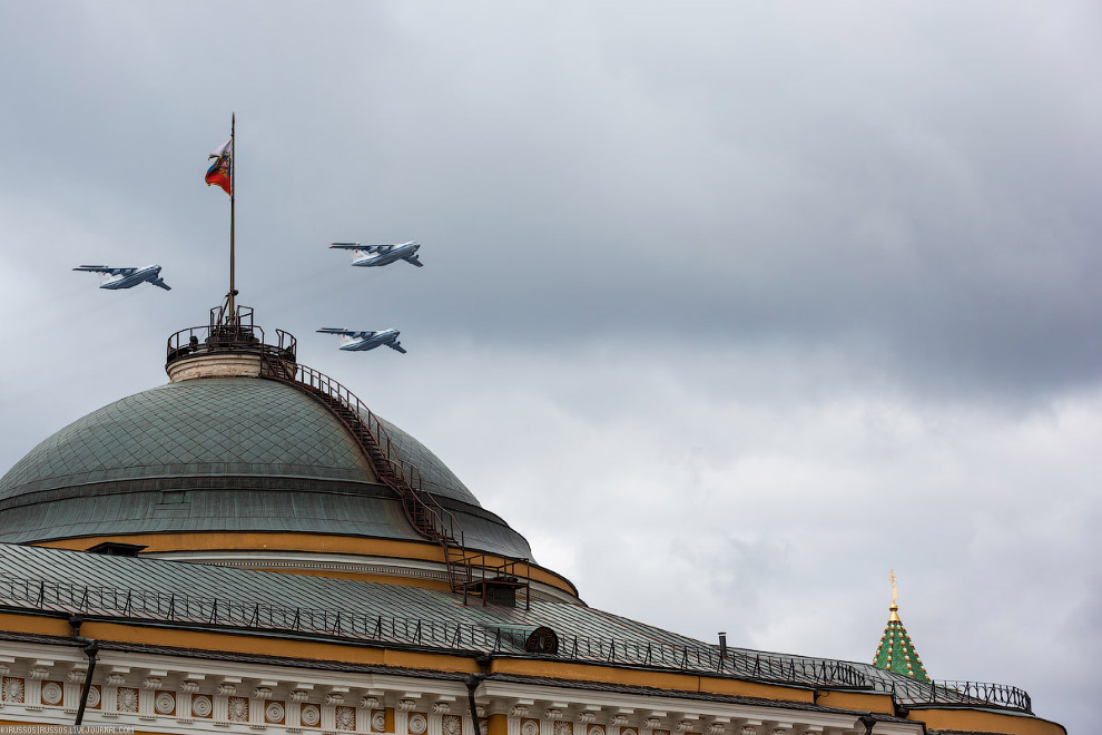 И звено Ил-76МД.