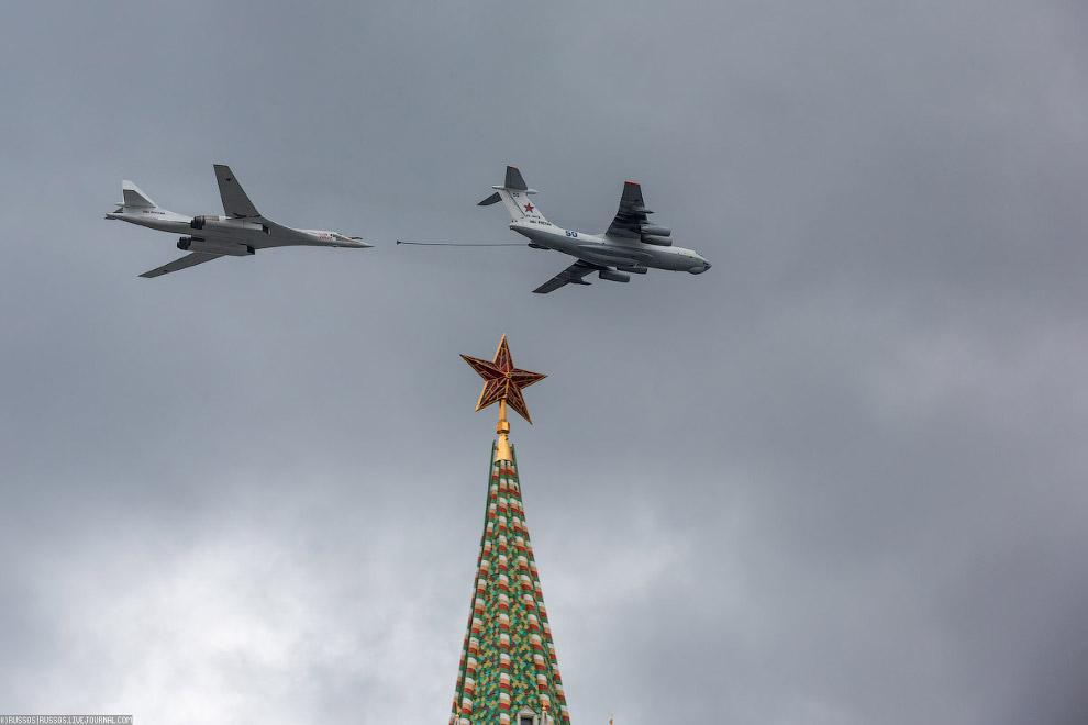 А вот Ту-160 был представлен только одним бортом — на имитации заправки от танкера Ил-78.