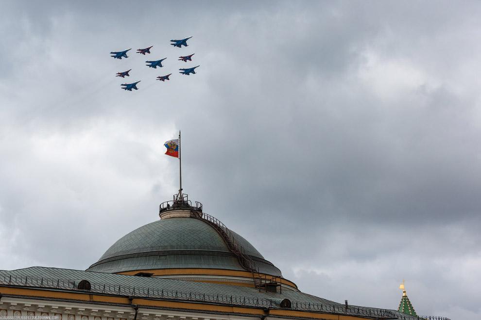 Совместный пролет Русских Витязей и Стрижей (Су-27 и МиГ-29)