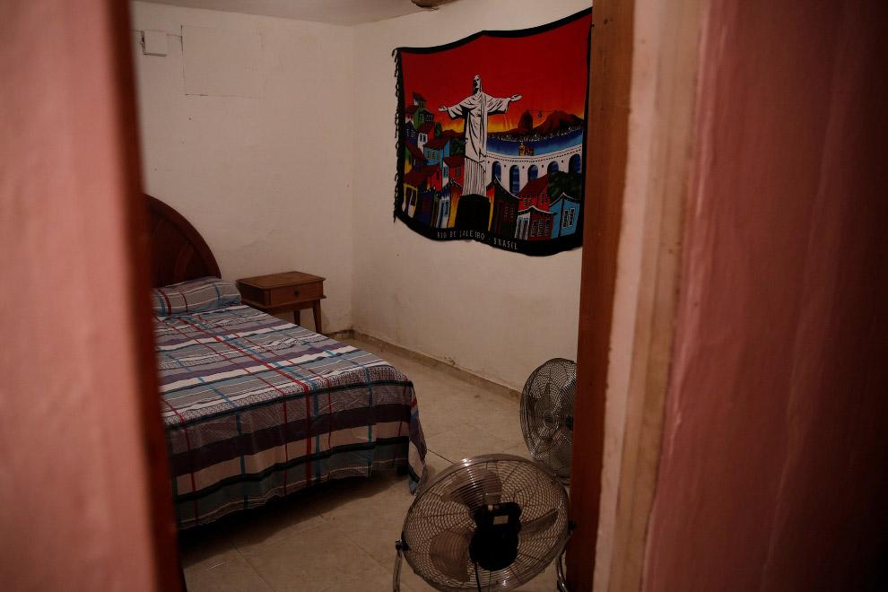 Номерок попроще в одном из хостелов в трущобах Рио