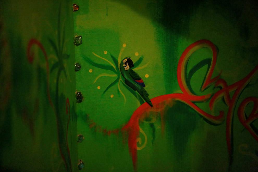 Роспись на стене в хостеле Pousada Favelinha