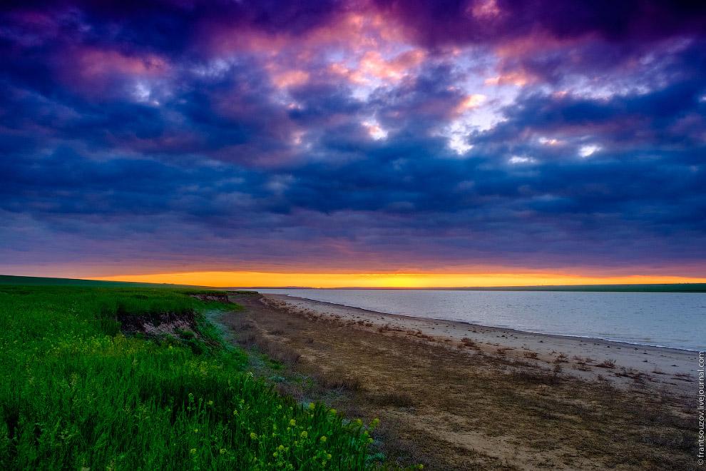 Озеро Маныч-Гудило на закате.