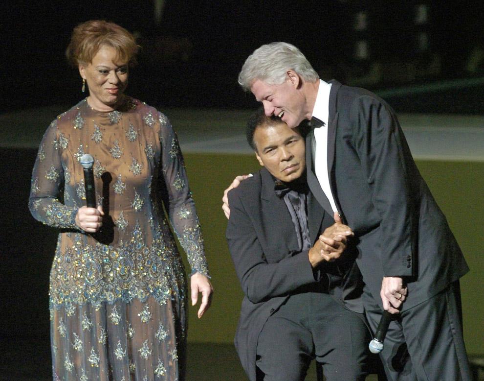 Бывший президент США Билл Клинтон и Мохаммед Али