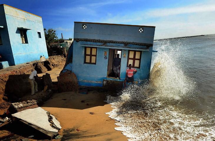 Дом съехал в воду, Ченнай, Индия