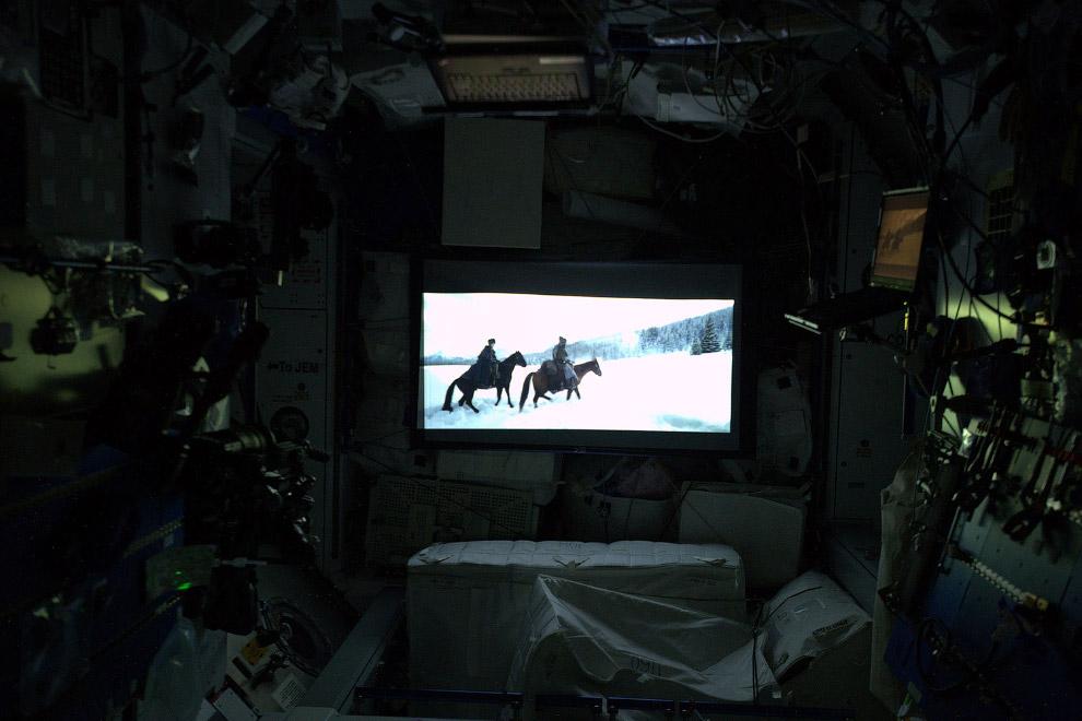 Кстати, на МКС есть свой «кинотеатр»