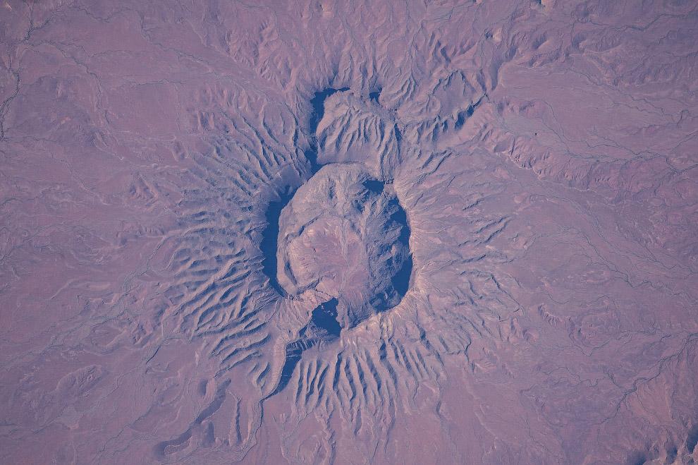 Большой потухший вулкан в Намибии