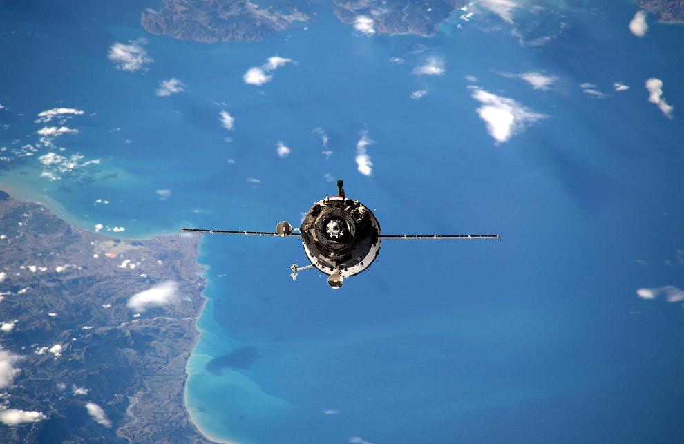 Космический корабль «Союз», прибывающий на Международную космическую станцию