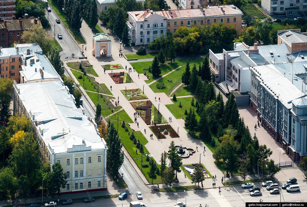 Тарские ворота омской крепости и Первомайский сквер.