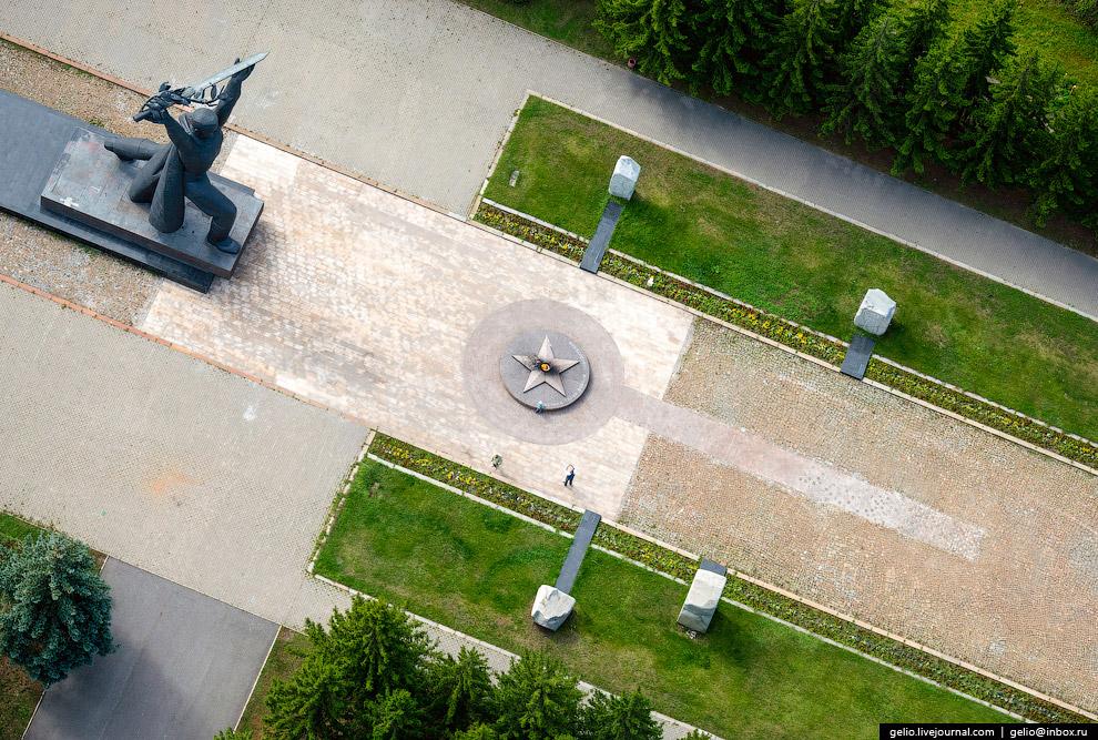 Мемориал воинам-сибирякам — защитникам Родины в Великой Отечественной войне.