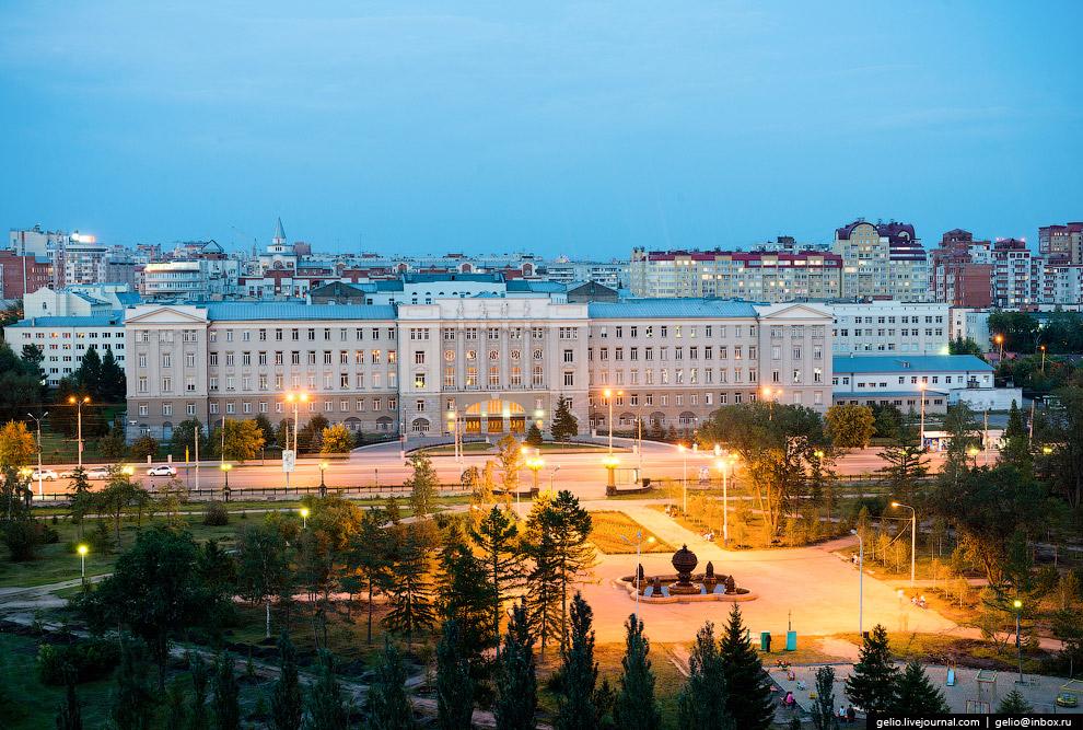 Омский государственный университет путей сообщения (ОмГУПС).