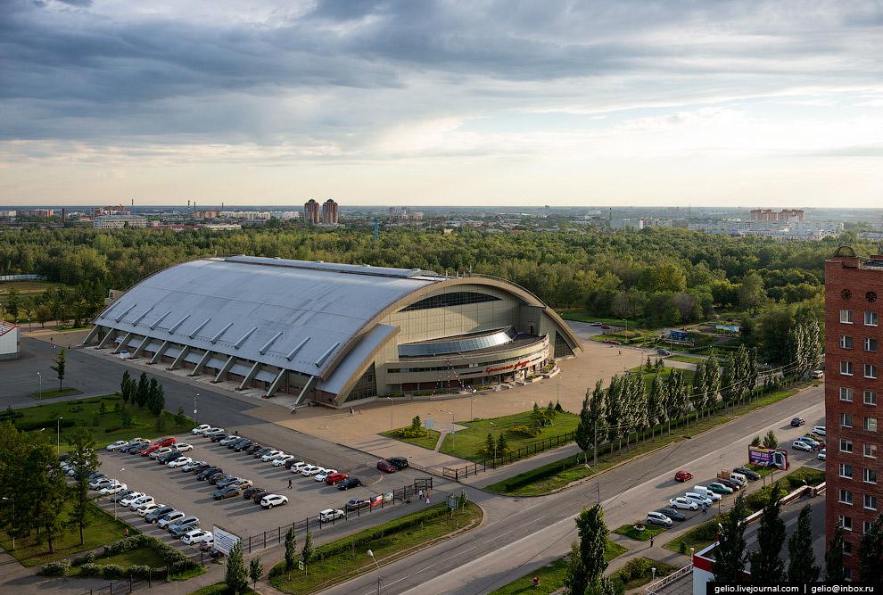 Футбольный манеж «Красная звезда» — домашняя арена омского футбольного клуба «Иртыш».
