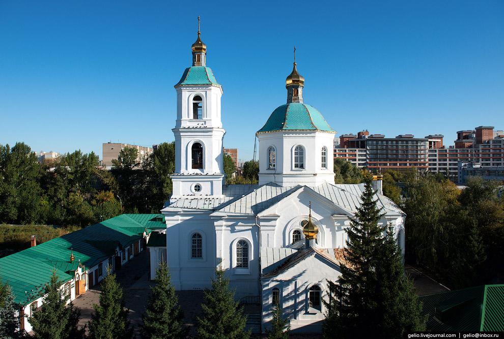 Собор Воздвижения Креста Господня построен в 1870 году.