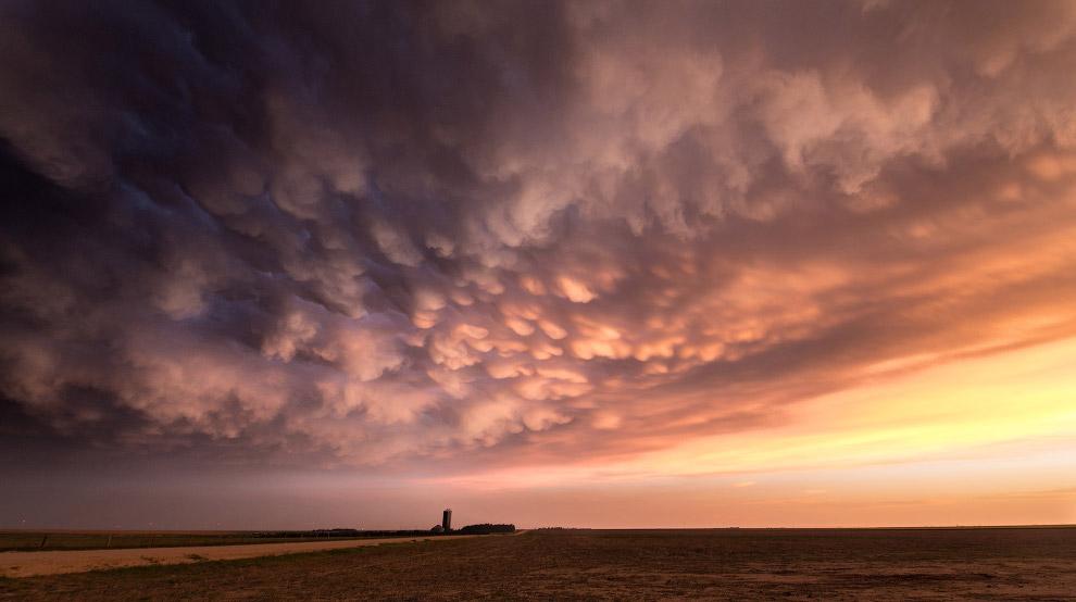 Вымеобразное облако на закате в Канзасе