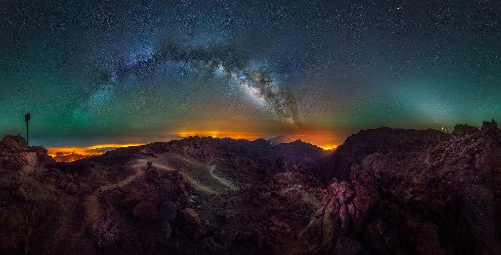 Галактика Млечный Путь на острове в Испании