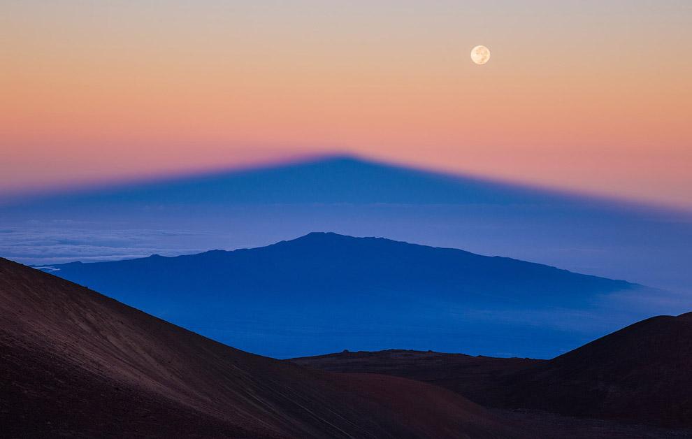 Параллельные горы, Гавайи и Луна