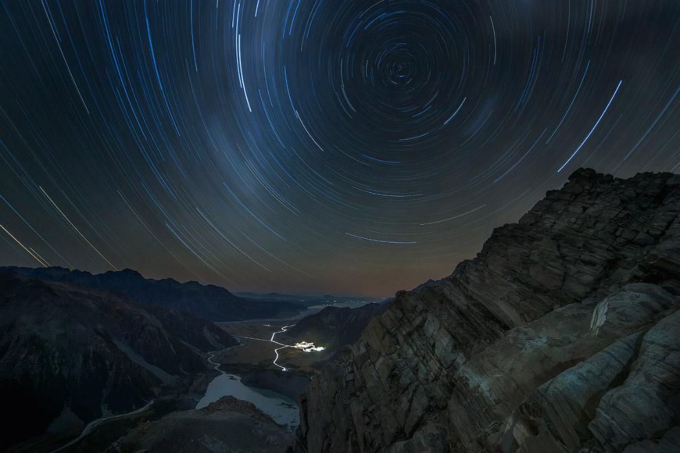 Звездные треки в национальном парке Маунт-Кук, Новая Зеландия