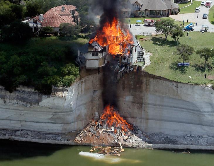 Не взрыв, но контролируемый поджог дома в штате Техаса