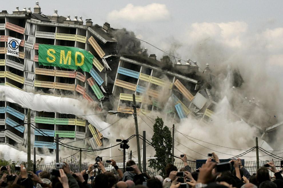 Контролируемый, направленный взрыв здания в Лионе, центральная Франция