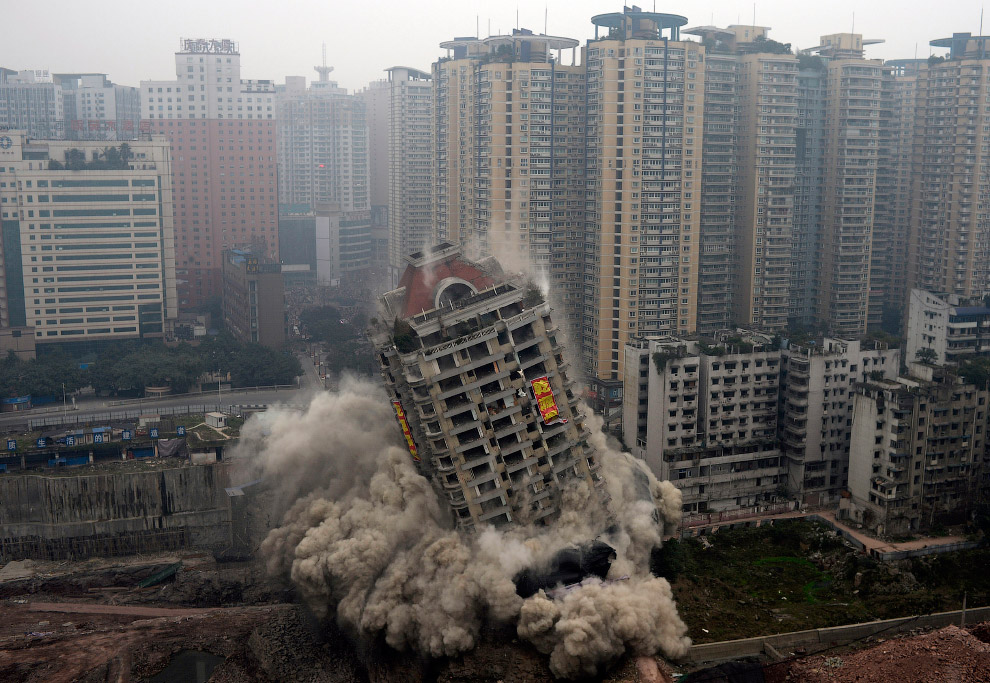 Снос 22-этажного здания в городе Чунцин, Китай