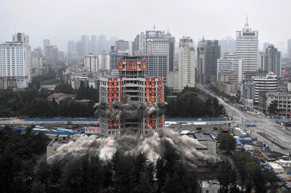 Взрыв Дворца культуры в провинции Юньнань, Китай