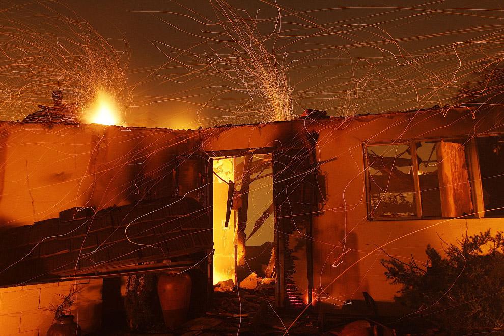Горящий дом в Санта-Барбаре, штат Калифорния