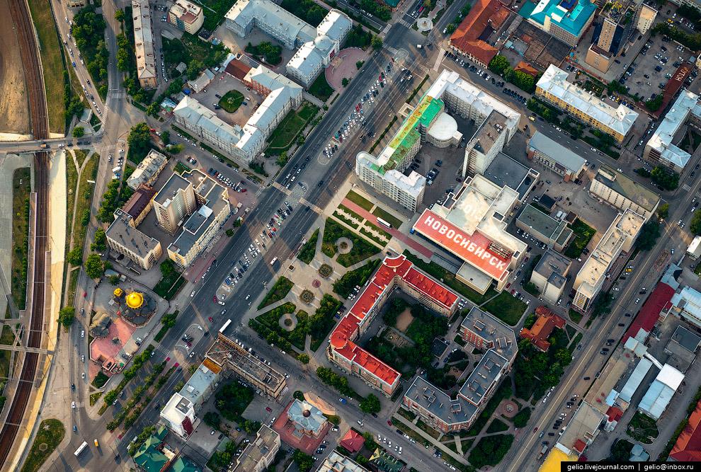 Название города на крыше концертного зала им. Каца.