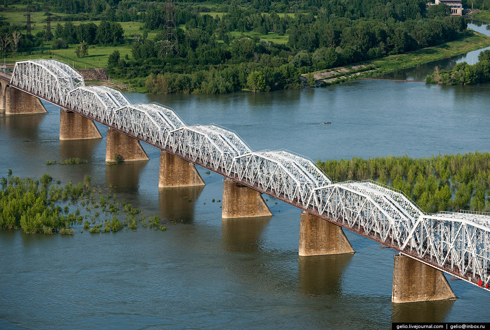 Комсомольский железнодорожный мост.