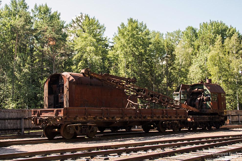 Железнодорожный кран, вроде как довоенной постройки