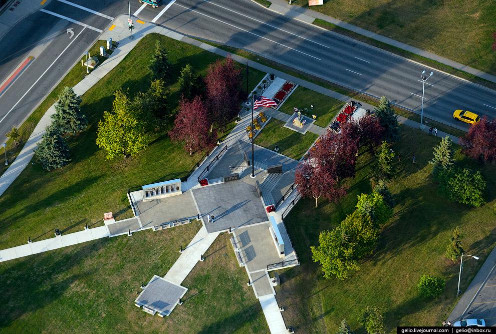 Мемориал ветеранам Аляски (Anchorage Veterans Memorial).